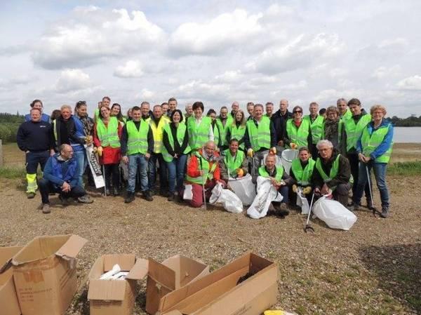 La «soupe de plastique» dans les rivières et les ruisseaux: Le projet LIVES lance une action transfrontalière dans la Meuse